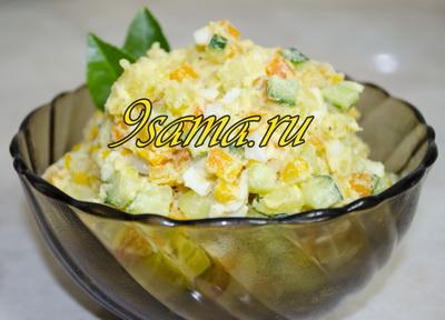 Салат с консервированной кукурузой и овощами