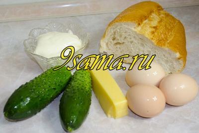 Салат с сыром, огурцом и яйцами