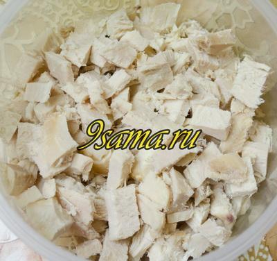 Салат с курицей, огурцами и грецкими орехами