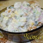 Быстрый салат с крабовыми палочками и огурцами