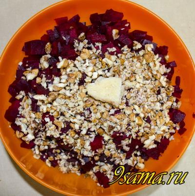 Витаминный салат с яблоками и свеклой