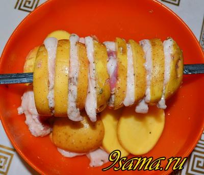 Шашлык из картошки с салом на мангале