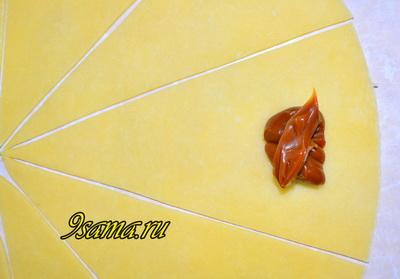 Простой рецепт домашних слоеных рогаликов