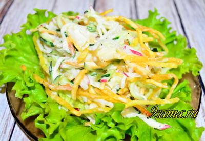 Витаминный хрустящий салат с овощами