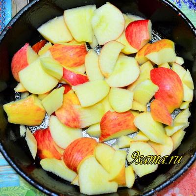 Рецепт шарлотки на молоке с яблоками