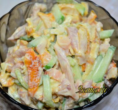 Салат с копченым окорочком и свежим огурцом