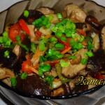 Корейский салат из сушеных грибов Шиитаке