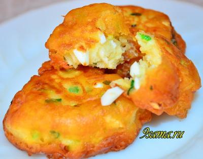 Ленивые пирожки с яйцом и луком или Оладьи с начинкой