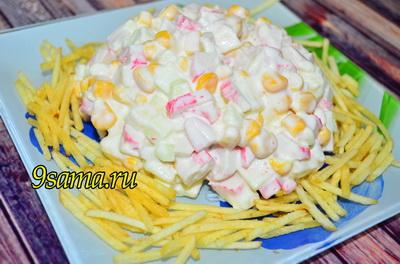 Хрустящий салат с крабовыми палочками